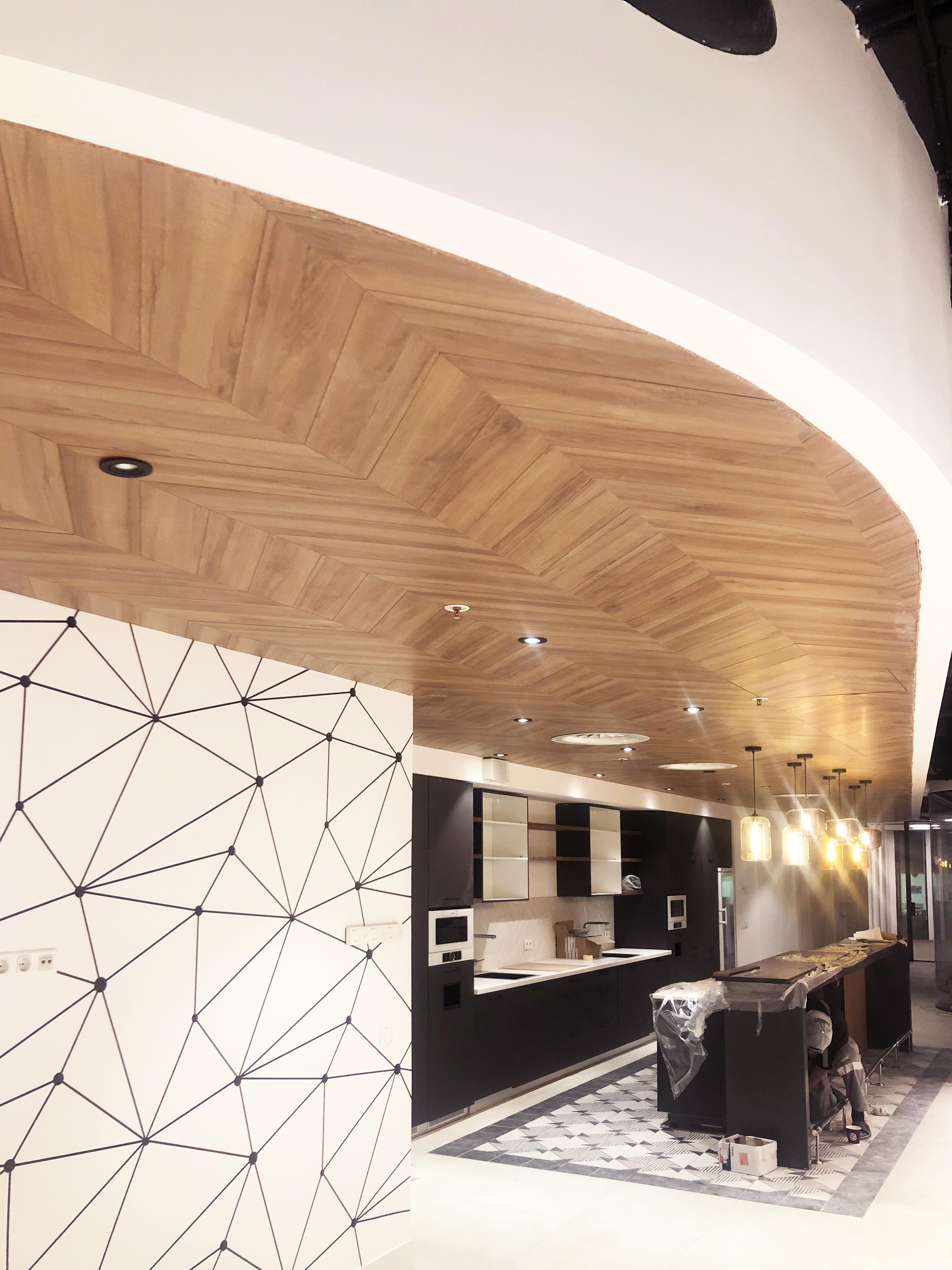 Потолок из HPL